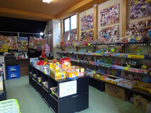 お菓子が並べられた店内