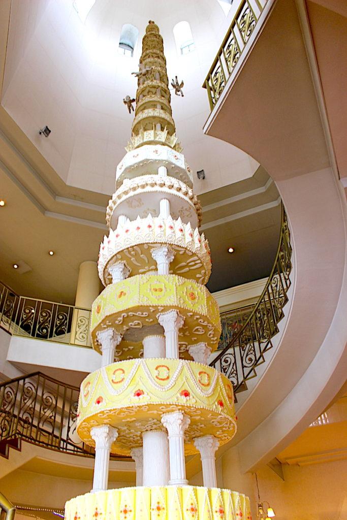 高いケーキのタワー
