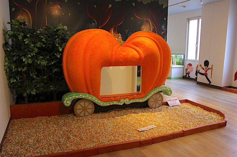 かぼちゃの形をした展示物