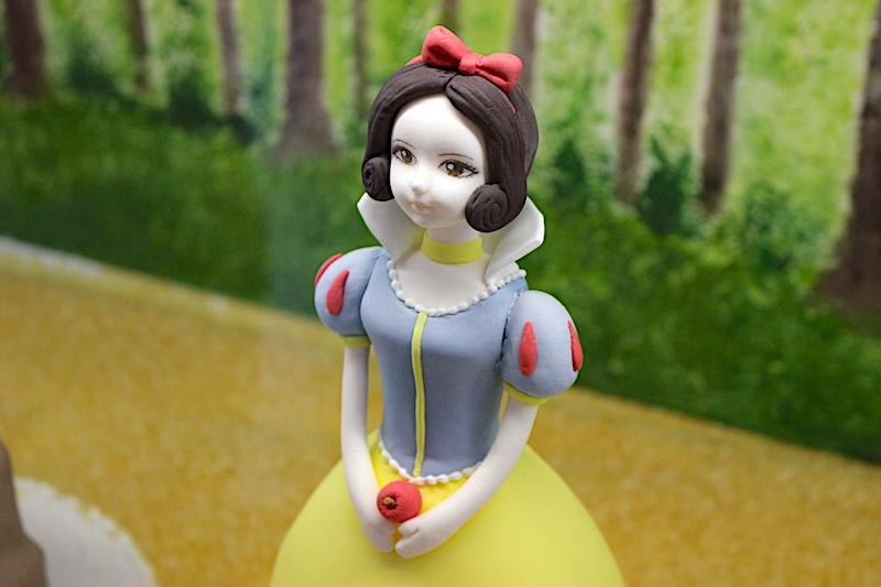 白雪姫を模した砂糖のお菓子