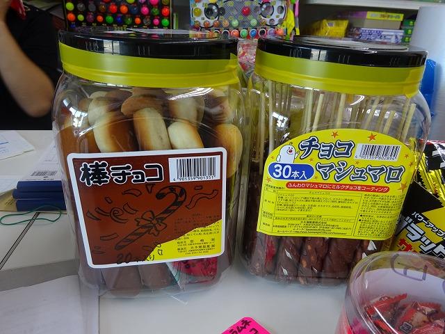 プラスチック容器に入った串菓子