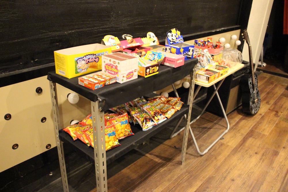 棚に置かれたお菓子
