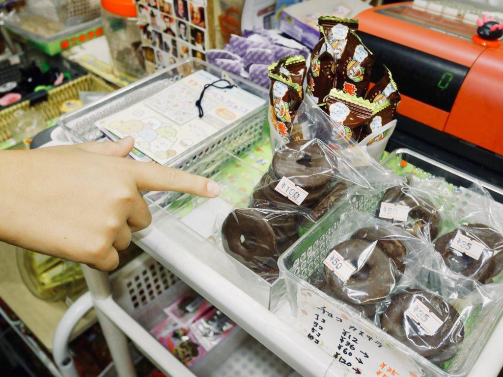 店内に置かれたチョコレート菓子