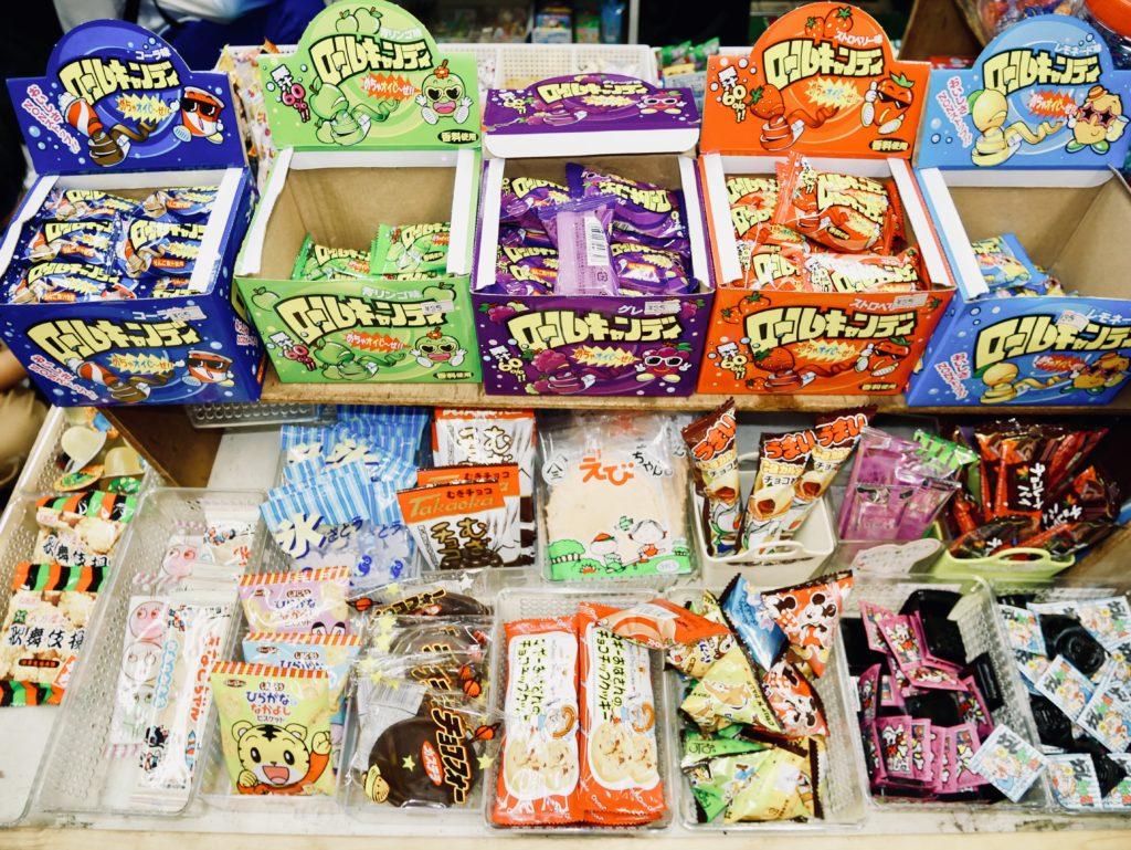 カラフルなお菓子の数々