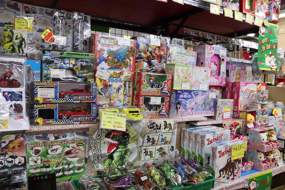 店内で販売されるおもちゃ
