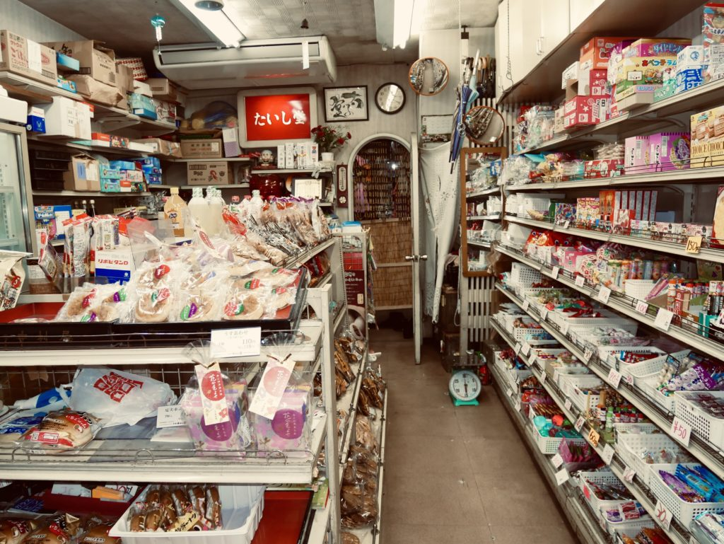 店内に並べられたお菓子