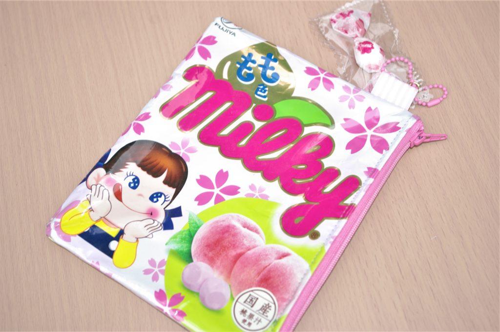 ピンク色の飴のパッケージ